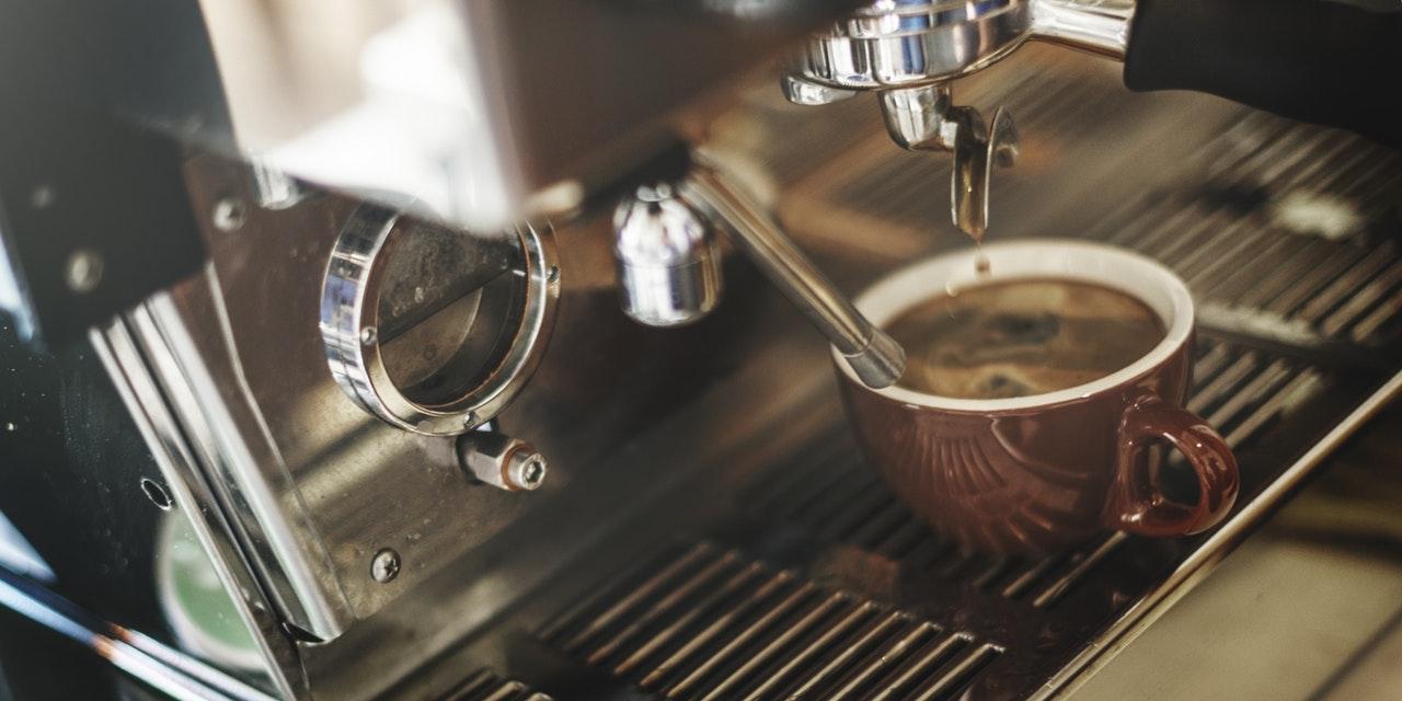 Картинки по запросу Кофемолка и кофеварка в зимнее время