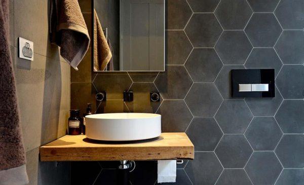 Как избежать основных ошибок при кладке плитки в ванной?