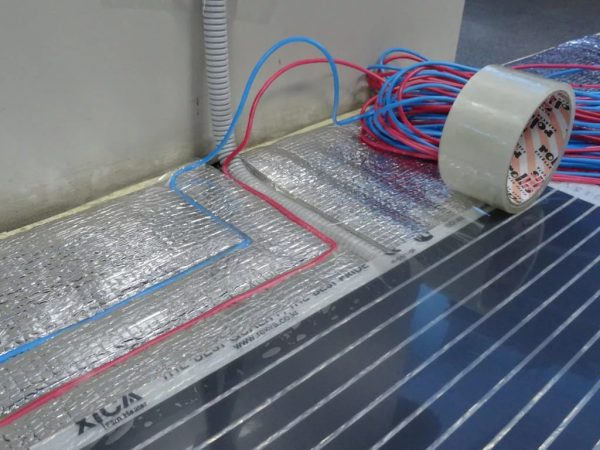 kakoj rasxod elektroenergii imeet infrakrasnyj teplyj pol1