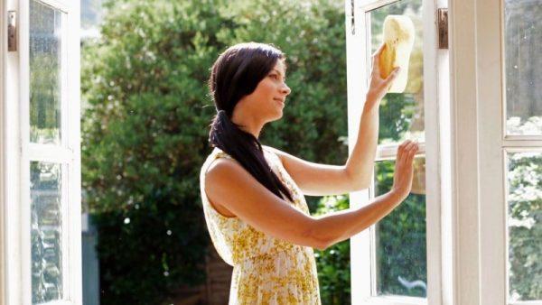 washing plastic windows