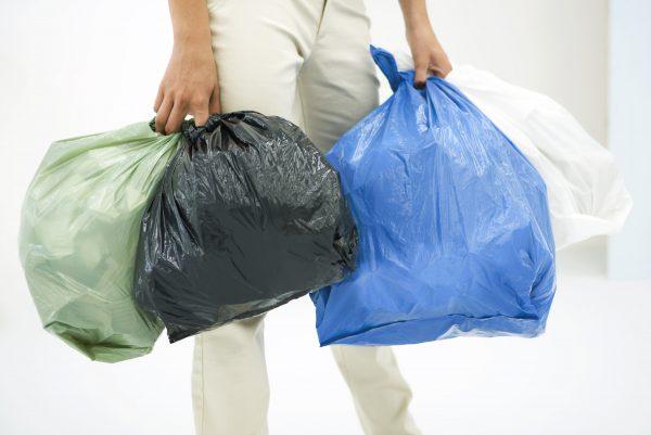Почему по воскресеньям категорически запрещается выносить мусор